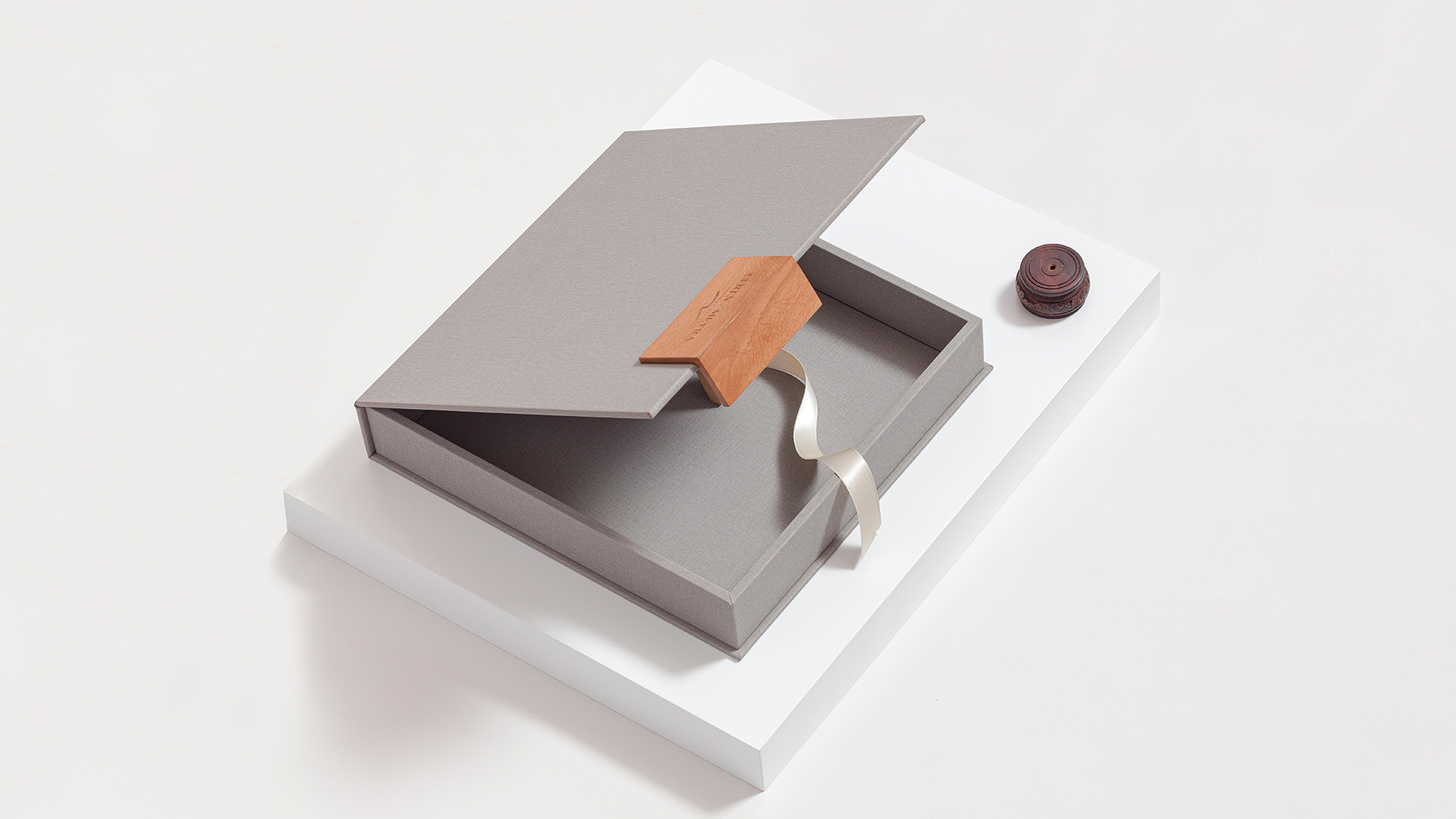 Take Your Wedding Album Packaging from Basic to Brilliant with Presentation Boxes